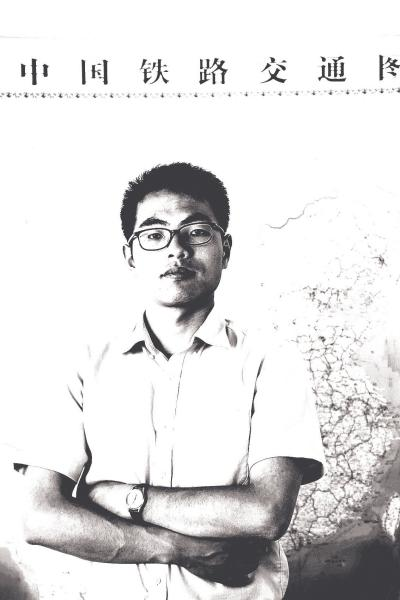 砥砺奋进的五年:看清华学霸何华扎根河南的传奇故事