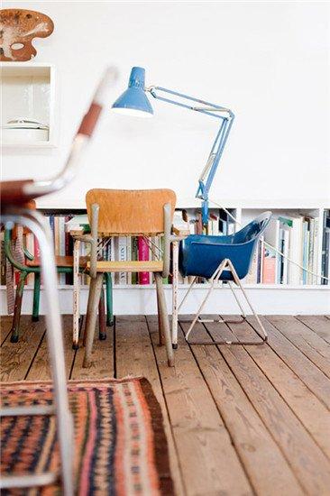 设计重点:书柜推荐理由:落地小书柜安置在墙边,充分利用了空间,