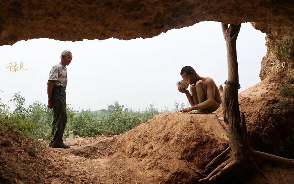 豫见第十二期:山洞男孩的锁链人生12