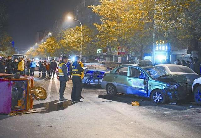 平顶山一出租车发生交通事故 致一死四伤