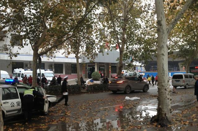 郑州一20多岁女子清晨被撞身亡 头诧在蜕遭车碾轧