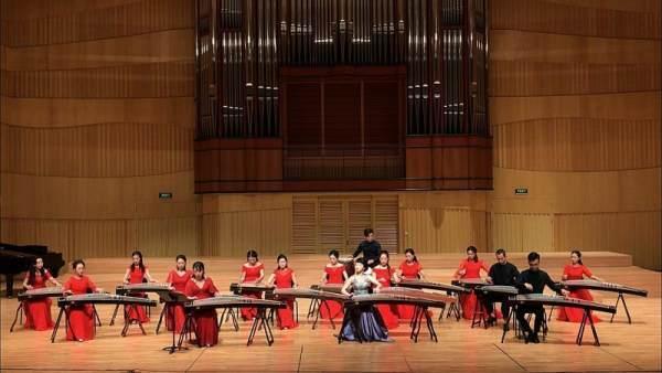 """""""且听筝吟""""古筝音乐会在河南艺术中心成功举办"""