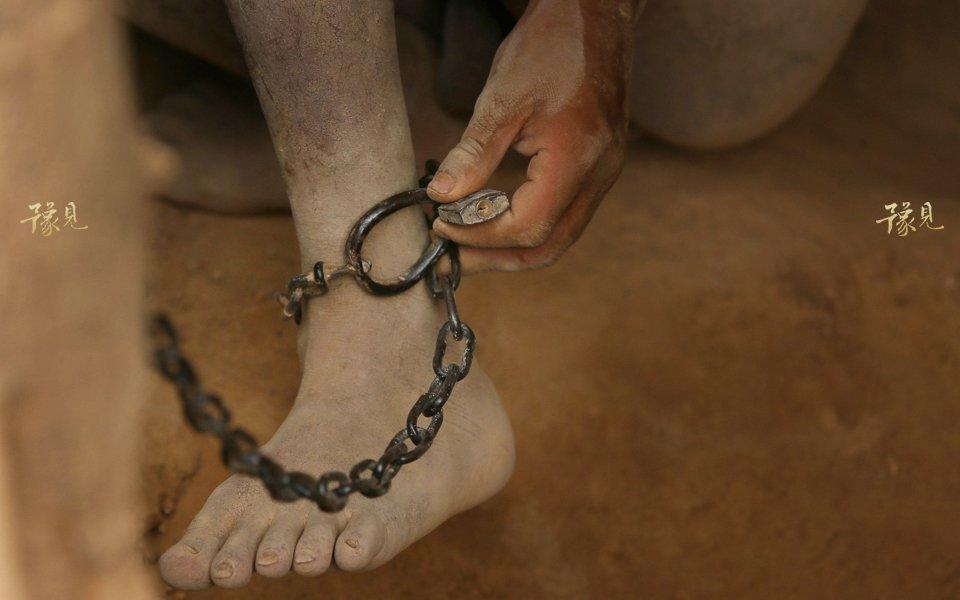 豫见第十二期:山洞男孩的锁链人生05