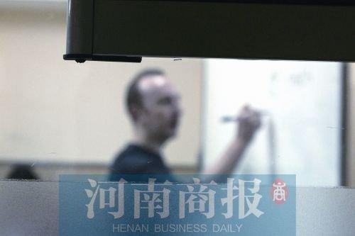 郑州大学生交数万元学费学英语 老师竟是留学