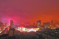 夜晚下着雨高清图片