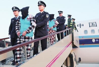 河南警方远赴老挝 抓获41名电信网络诈骗犯罪嫌疑人