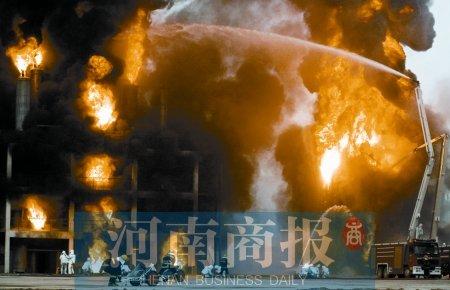 河南消防演习 救援媲美好莱坞大片
