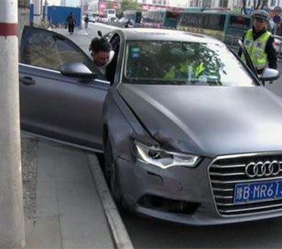 郑州豪车停路边 民警一查不对劲