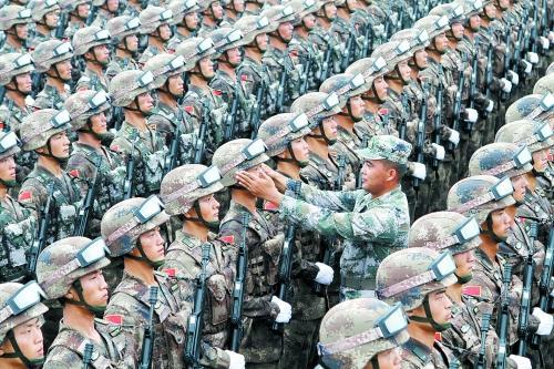 揭秘驻豫部队的阅兵训练:高温下每天流10斤汗