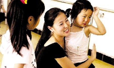 只有一名舞蹈老师的学校 校长为发工资沙特打