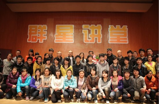 艺术骨干、市盲聋哑学校绘画班学生共100余人参加了讲座.现场有手