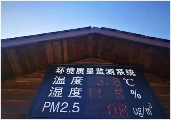 """郑州惊现一批美女当街派发""""新鲜空气"""""""