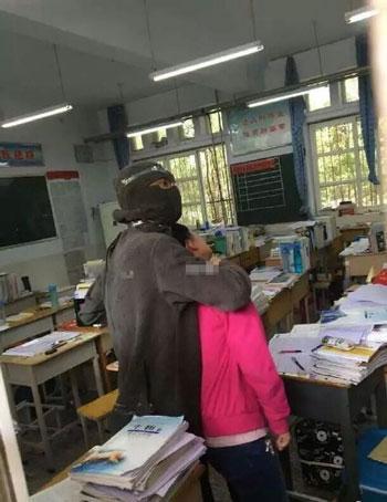 河南洛阳高中女生衬衫内被劫持嫌疑人已被刑高中男生教室图片