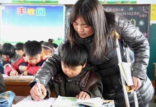 宁陵最美女教师张富英舍身救学生