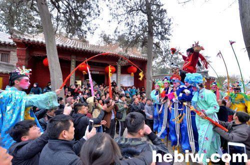 浚县古庙会 近20支民间社火表演队奉上民俗盛宴