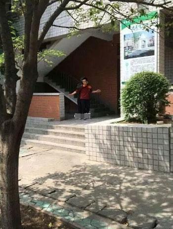 河南洛阳高中女生教室内被劫持嫌疑人已被刑v教室如何放假高中图片