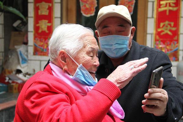 新乡百岁老人不摆寿宴,发动子女捐款战疫情