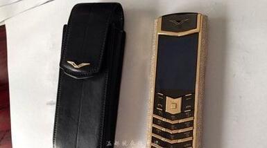 女子温州捡价值68万手机 黄金机身贴800颗钻石