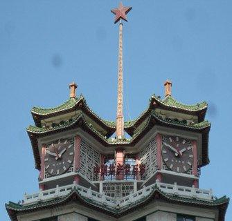 """郑州二七纪念塔:塔尖的红星和""""万岁""""字样-二七塔报时钟该不该奏 图片"""