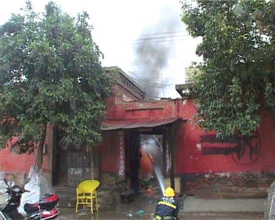 郑州高压线断裂搭上低压线 市平易近家中电器爆炸