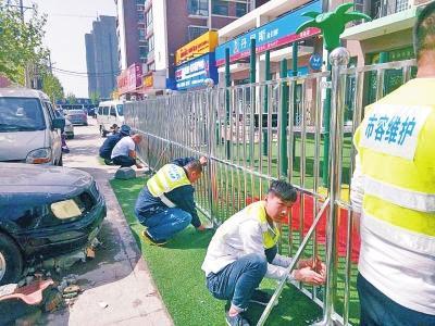 郑州一幼儿园圈占人行道当院子被罚3000元