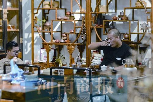郑州古玩市场上演传奇故事 有人仅凭1件玉器发家