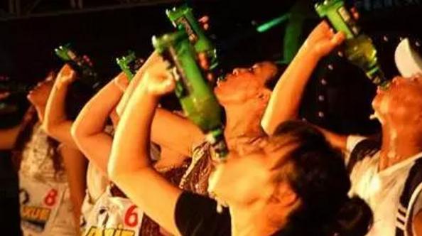 启封故园消夏啤酒狂欢夜盛大开启 免费啤酒今晚开喝