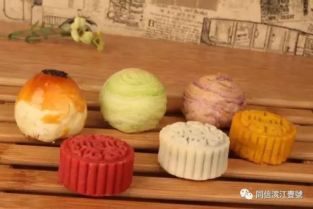 您还可以根据喜好搭配 不同颜色的月饼和不同形状的模具, 孩子们也