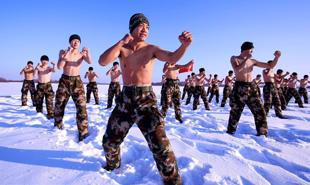 边防武警零下30℃赤膊耐寒训练