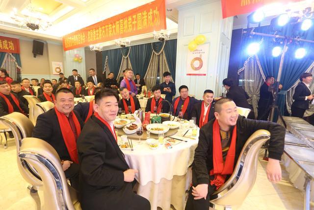 中国饭店协会名厨委主席石万荣莅临郑州并举行收徒仪式