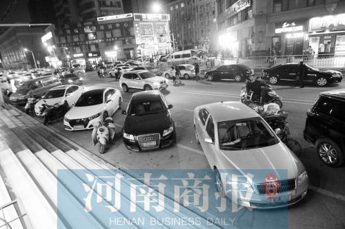 """郑州路边将有""""虚线车位"""" 夜间可免费停车"""