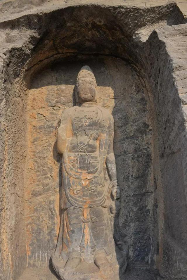 龙门石窟东山万佛沟造像之卢征龛