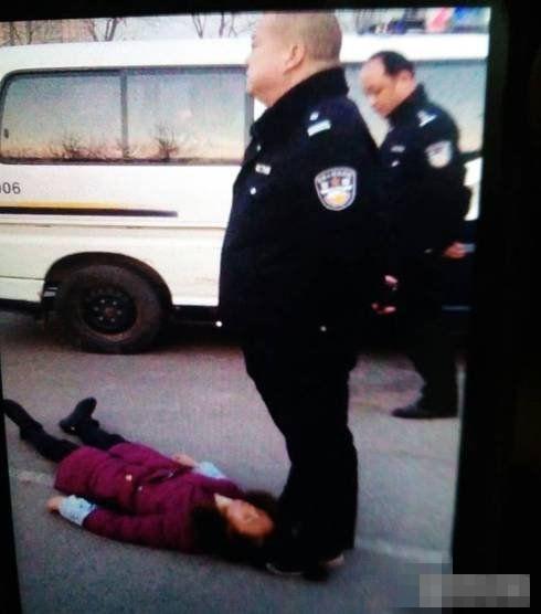 河南讨薪平易近工自称母亲遭***殴打致逝世