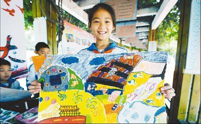 """小学生用画笔勾勒""""生态中国"""""""
