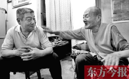 """郑州97岁老人讲长寿秘诀 """"法宝""""在手每天有戏"""