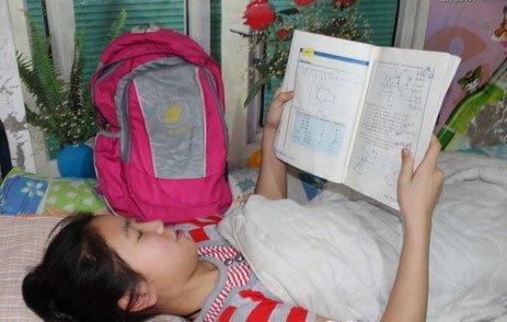 新疆1重伤救河南小孩用少女挡铁倒塌门女生身体睡觉的脸侧图片