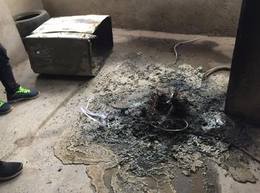 家里没人洗衣机突然失火 多亏楼上行人发现