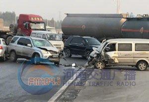 刚刚!郑州今晨发生两车相撞事故 车损严重