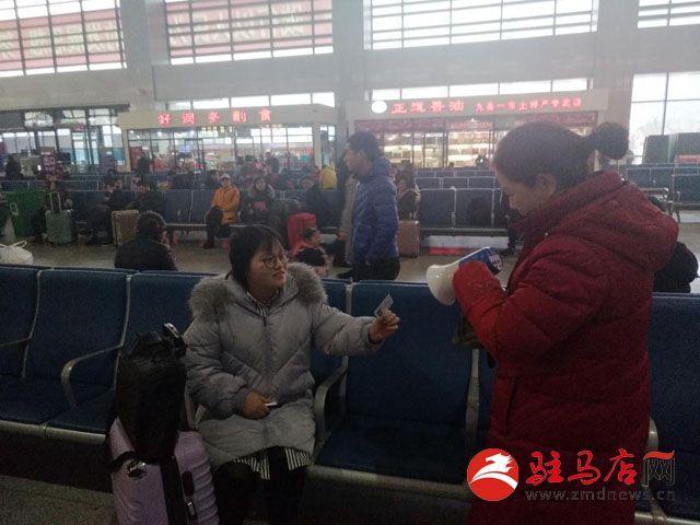 驻马店:小姑娘坐火车丢失钱包 值班人员拾金不昧