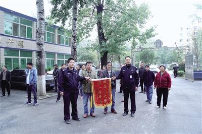 郑州一小区蹊跷着火 火灭后很多人家电瓶不见了
