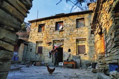 河南山西交界深山处有个村庄 只有一户人家