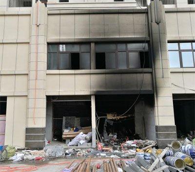郑州一在建楼房突发火灾