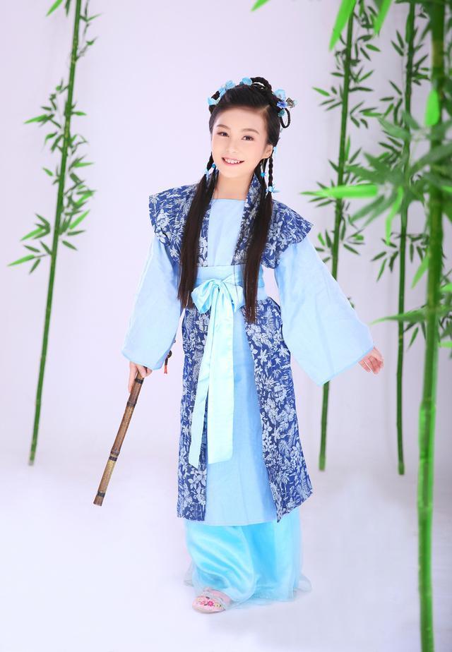 10岁李雪蕊被称小戏骨 唱《少林寺》主题曲走红