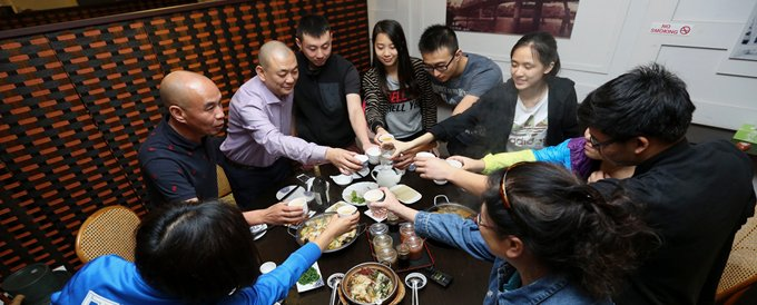 店里工作的多是华人,有时大家会在下班后聚餐。