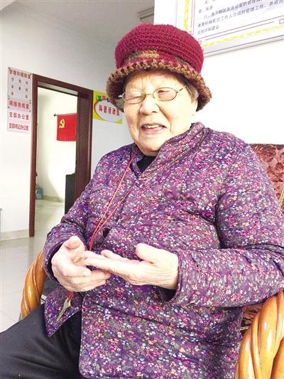 南阳96岁老人的长寿之道:生活规律 精神到老