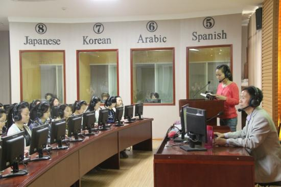 河南师范大学新联学院开创外语人才培养新局面