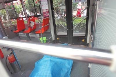 郑州老人公交车上猝死 曾因让座打青年4耳光