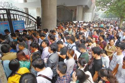 省考18万人争4732个岗位 热门职位竞争比900:1