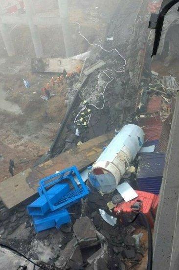 连霍高速河南段发生爆炸致大桥坍塌 26人死亡