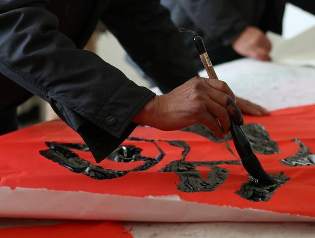 【网络媒体走转改】中国牡丹画第一村去年销售收入1.2亿